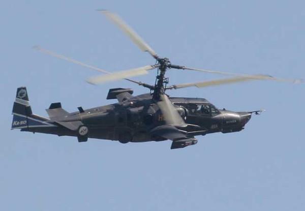 Vì Ka-50 Black Shark không cần tới cánh quạt đuôi, điều này cho phép máy bay tăng khả năng thao diễn trên không.