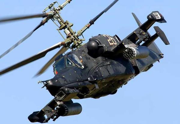 Ka-50 Black Shark có thể bay vòng, cuộn và có thể bay vòng tròn ở mọi độ cao, góc nâng, tốc độ gió trong khi vẫn giữ được hướng quan sát tốt tới mục tiêu.