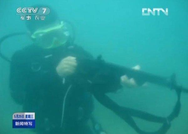 Trong môi trường dưới nước việc chuẩn hóa đường đạn không thể thực hiện bằng chuyển động xoay của viên đạn, do đó, QBS-06 sử dụng nòng súng trơn, không xẻ rãnh khương tuyến và đầu đạn dài hình mũi tên.