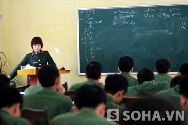 Trung tá Cao Lan Hương hiện là chủ nhiệm bộ môn Tiếng Anh của Học viện Hậu cần. Dù đã bước sang tuổi 40 nhưng nhìn chị trẻ hơn rất nhiều so với tuổi đời thực.