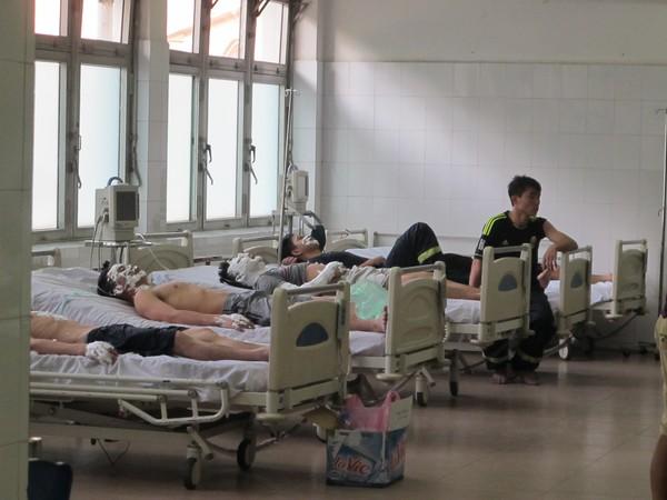 các chiến sỹ CS PCCC cấp cứu tại bệnh viện 108
