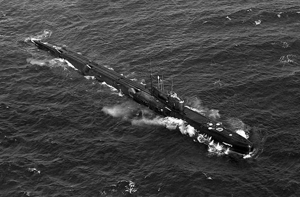 Ngoài Victor III, Cam Ranh từng đón tàu ngầm hạt nhân tấn công lớp Echo II Projec 675 có lượng giãn nước 5.760 tấn (khi lặn). Tàu có khả năng mang được 8 tên lửa hành trình chống tàu tầm xa P-5 có khả năng mang đầu đạn hạt nhân.
