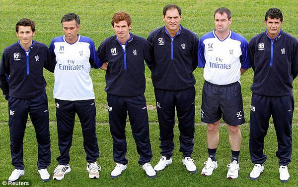 BHL của Mourinho lần đầu dẫn dắt Chelsea (trái qua phải): Rui Faria, Jose Mourinho, Andre Villas-Boas, Silvino Louro, Steve Clarke, Baltemar Brito