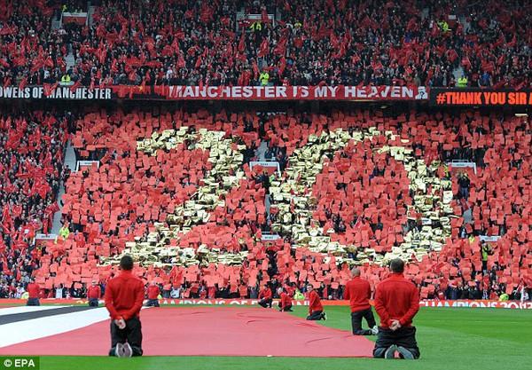 NHM Man United nhuộm đỏ Old Trafford để chào đón cúp vô địch Premier League và chào Sir Alex