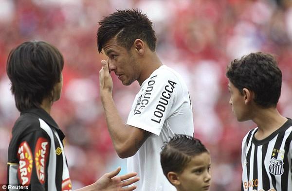 Neymar rơi nước mắt ngày chia tay Santos
