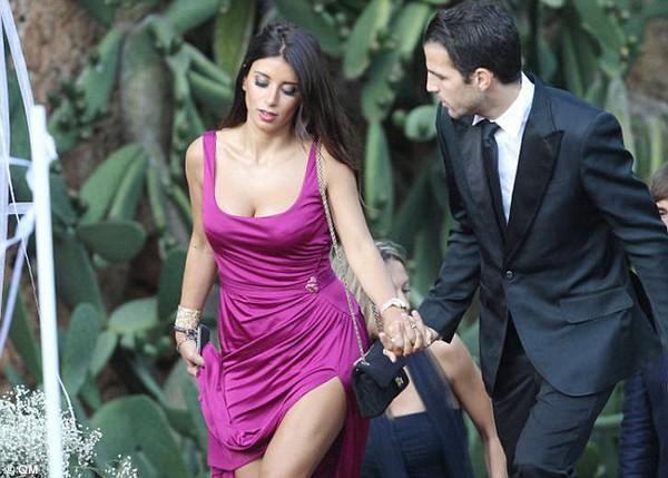 Fabregas đang hạnh phúc bên người tình