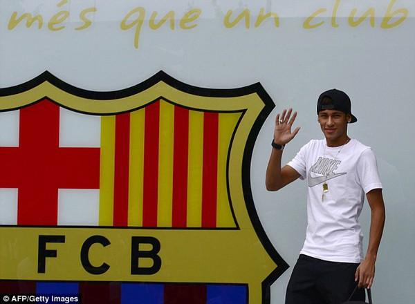 Nóng: Neymar chính thức ra mắt tại Barcelona