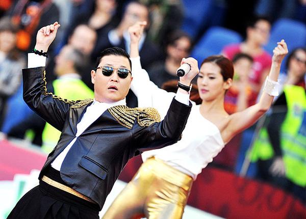 Màn trình diễn của PSY không nhận được sự cổ vũ từ khán giả sân Olimpico