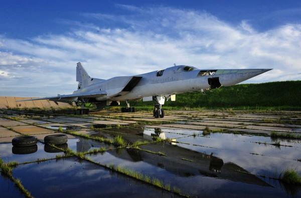 Tu-22M có thể đạt được vận tốc tối đa Mach 1.88 (2,000 km/h) với tầm hoạt động 6,800 km và trần bay 13.300 m.