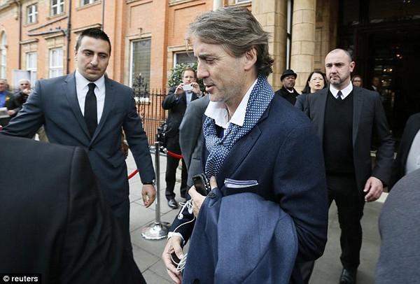 Mancini phải ra đi không kèn không trống