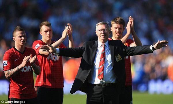 Sir Alex Ferguson kiếm bộn tiền sau khi nghỉ hưu