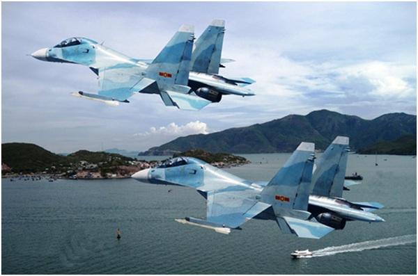'Hổ mang chúa' Su-30MK2V trên biển Đông.