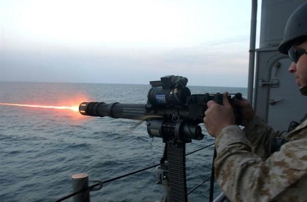 M134 còn được trang bị cho tàu hải quân (gắn trên boong tàu, đuôi tàu và mũi tàu). Người ta có thể lắp thêm hệ thống cảm ứng nhiệt và hồng ngoại giúp nhận biết và tấn công kẻ địch mà không cần có sự điều khiển trực tiếp từ con người.