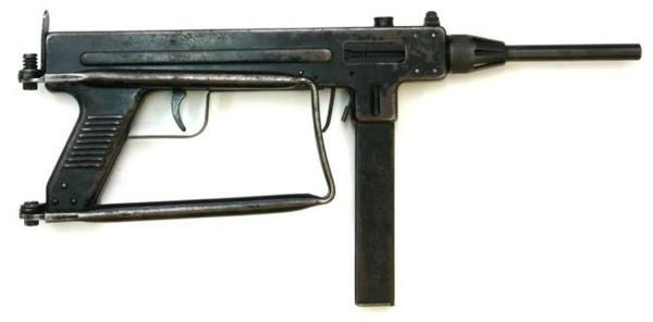 Tiểu liên Madsen do Đan Mạch thiết kế và chế tạo với nhiều biến thể như kiểu 1946 (M-46), kiểu 1950 (M-50) và kiểu 1953 (M-53). Trong chiến tranh Việt Nam, loại súng này thường được trang bị cho các đơn vị biệt kích của Pháp, Mỹ và Quân đội Sài Gòn. Một số ít đã bị quân dân Việt Nam tịch thu trong chiến đấu và sử dụng lại. Madsen dùng cỡ đạn 9x19mm (hộp tiếp đạn 32 viên), tốc độ bắn 480 phát/phút (hoặc 550 phát/phút với biến thể M-50/M-53), tầm bắn hiệu quả 100m.