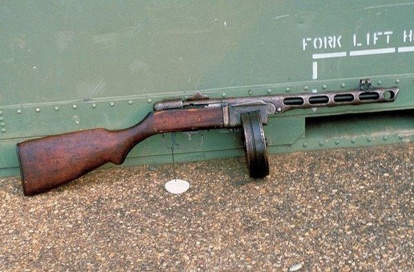Tiểu liên PPSh-41 do Liên Xô phát triển từ năm 1940 và sản xuất hàng loạt từ năm 1942. Trong 5 năm, trên 5 triệu khẩu PPSh-41 được sản xuất và viện trợ rộng rãi cho các quốc gia đồng minh. Từ năm 1951, Việt Nam tiếp nhận những khẩu PPSh-41 đầu tiên là phiên bản kiểu 50 do Trung Quốc sản xuất và loại súng này nhanh chóng trở thành một trong những kiểu tiểu liên chính của bộ đội chủ lực trong kháng chiến chống Pháp dưới tên gọi K50.