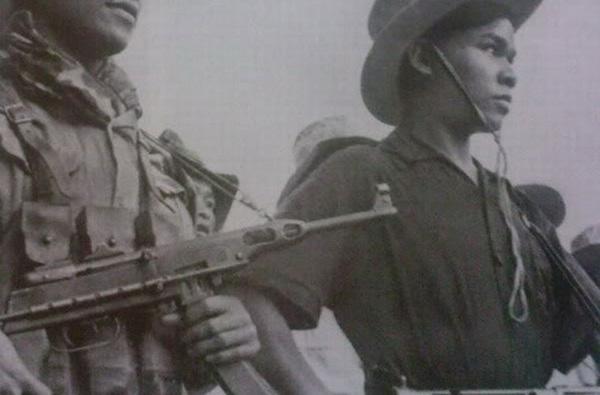 Đặc biệt, đầu năm 1962, để phục vụ yêu cầu giữ bí mật nguồn cung cấp vũ khí cho miền Nam, quân giới Việt Nam thay vỏ bọc mới, thay báng gỗ bằng báng rút bằng thép để cải tiến cho K50 có hình dạng tương tự tiểu liên MAT-49 của Pháp. Tính đến năm 1968, trên 10.000 khẩu K50 được cải tiến (thường được phương Tây biết đến dưới cái tên K50M) và đưa vào chi viện cho miền Nam. Súng PPSh-41/K50 dùng cỡ đạn 7,62x25mm, tốc độ bắn 900/700 phát/phút, tầm bắn hiệu quả 150-250m.
