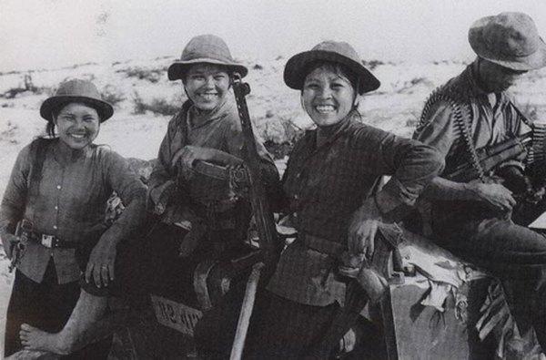 Việt Nam được Liên Xô viện trợ số lượng lớn PPS-43 trong giai đoạn kháng chiến chống Mỹ và đưa vào sử dụng phổ biến trong giai đoạn trước 1967 dưới tên gọi K43. Loại súng này còn được các lực lượng vũ trang địa phương sử dụng trong chiến tranh bảo vệ biên giới phía Bắc năm 1979. Súng dùng cỡ đạn 7,62x25mm (hộp tiếp đạn 35 viên), tốc độ bắn 500-600 phát/phút, tầm bắn hiệu quả 200m.