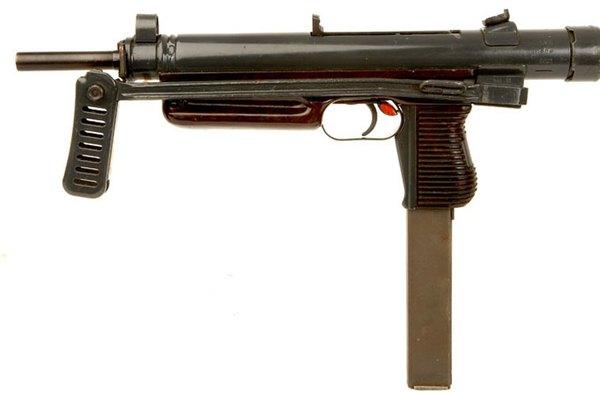 Tiểu liêu SA25 và SA26 do Tiệp Khắc phát triển sau Chiến tranh thế giới 2. Trong thời gian kháng chiến chống Mỹ, Việt Nam được Tiệp Khắc viện trợ một số phiên bản báng gập nhưng loại súng này xuất hiện và được sử dụng không nhiều.
