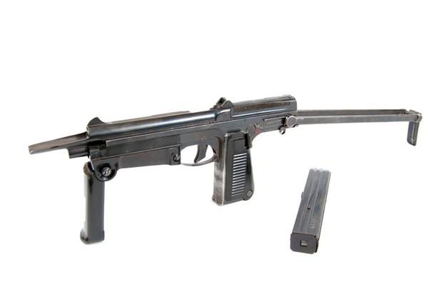 Tiểu liên kiểu 63 hay PM-63 do Ba Lan phát triển từ những năm 1950-1960. Trong kháng chiến chống Mỹ, Việt Nam được Ba Lan viện trợ một số tiểu liên PM-63 và chủ yếu trang bị cho các đơn vị đặc công, biệt động dưới tên gọi P63. Súng dùng cỡ đạn 9x18mm, hộp tiếp đạn 15-25 viên, tốc độ bắn 650 phát/phút, tầm bắn hiệu quả 100-150m.