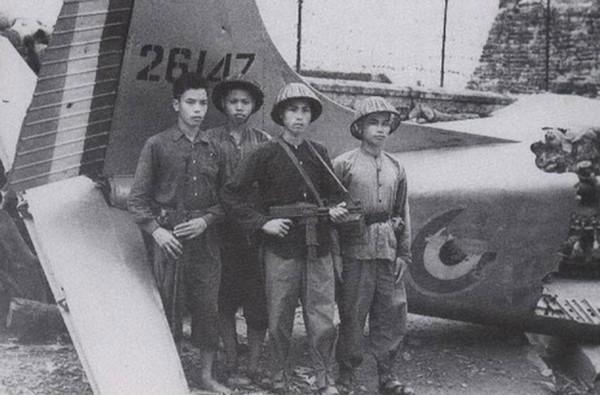 Trong giai đoạn đầu của kháng chiến chống Mỹ, MAT-49 tiếp tục được các đơn vị Quân giải phóng miền Nam và dân quân du kích sử dụng với số lượng lớn. Năm 1962, quân giới Việt Nam thực hiện cải biên MAT-49, thay nòng súng nguyên bản bằng nòng tiểu liên K50, thay đầu ngắm và cải tiến băng đạn để lắp đạn K50. Trong 2 năm 1962-1963, trên 2.000 khẩu MAT-49 được cải tiến và đưa vào chi viện cho miền Nam.