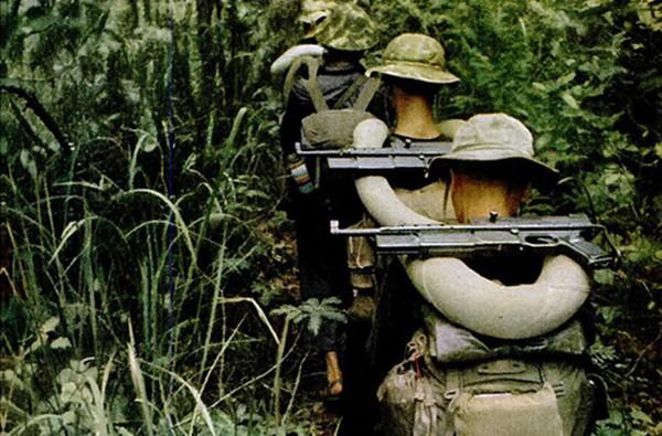 Thông số MAT-49 nguyên bản/MAT-49 cải tiến gồm: cỡ đạn 9x19mm/7,62x25mm (hộp tiếp đạn 32 viên); tốc độ bắn 600/900 phát/phút; tầm bắn hiệu quả 150m.