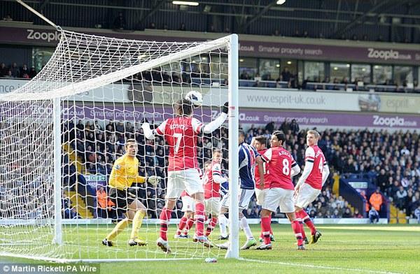 Trong hiệp 2, West Brom tung ra tới 10 pha dứt điểm về khung thành Arsenal, gấp 2.5 lần hiệp 1