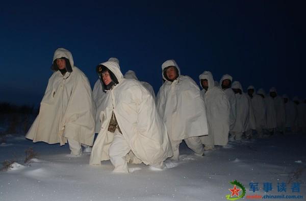 Hành quân trong đêm lạnh buốt