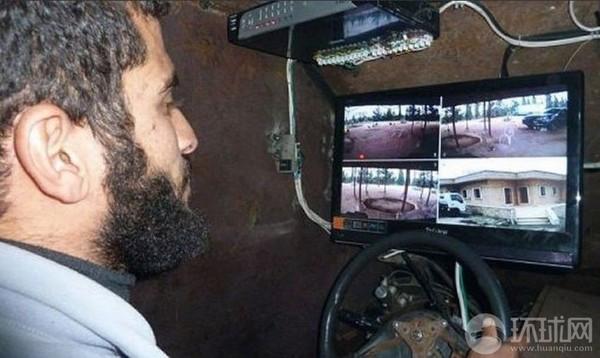 Buống lái của Sham II khá đơn giản và được lắp màn hình kết nối với camera cho phép người lái quan sát tình hình xung quanh