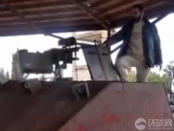 Vỏ xe Sham II được đóng bằng thép dày 2,5 cm có khả năng chống đạn súng máy 23 cm