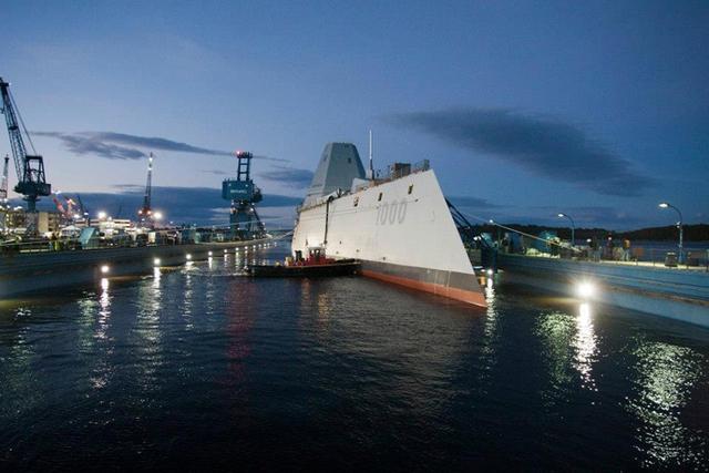 Tàu khu trục Zumwalt trong buổi lễ hạ thủy hôm 28/10