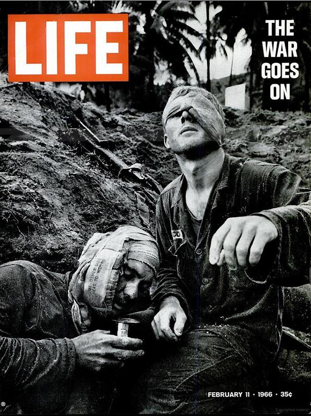 Hình ảnh người lính Mỹ bị thương tại Việt Nam. Số ra ngày 11/2/1966.