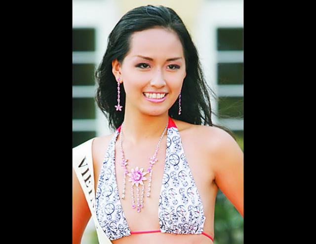 Lúc đăng quang ngôi vị Hoa hậu Việt Nam, vóc dáng và dung nhan của cô vẫn còn đôi chỗ chưa hợp lý