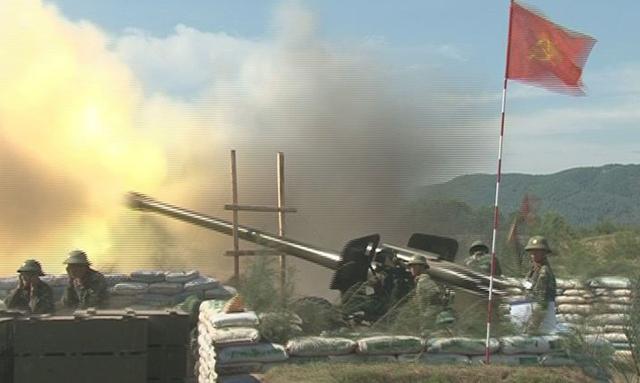 Pháo chiến dịch 152mm và pháo chiến dịch 130mm thực hành tiêu diệt mục tiêu trên biển