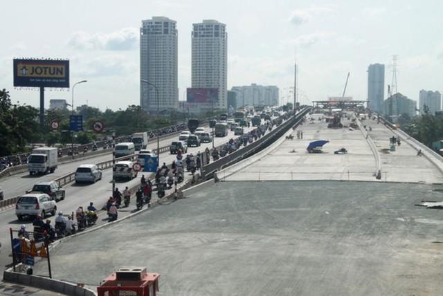 Cầu Sài Gòn 2 khởi công từ tháng 4/2012 với số vốn gần 1.500 tỷ đồng, dự kiến hoàn thành vào nă 2014.