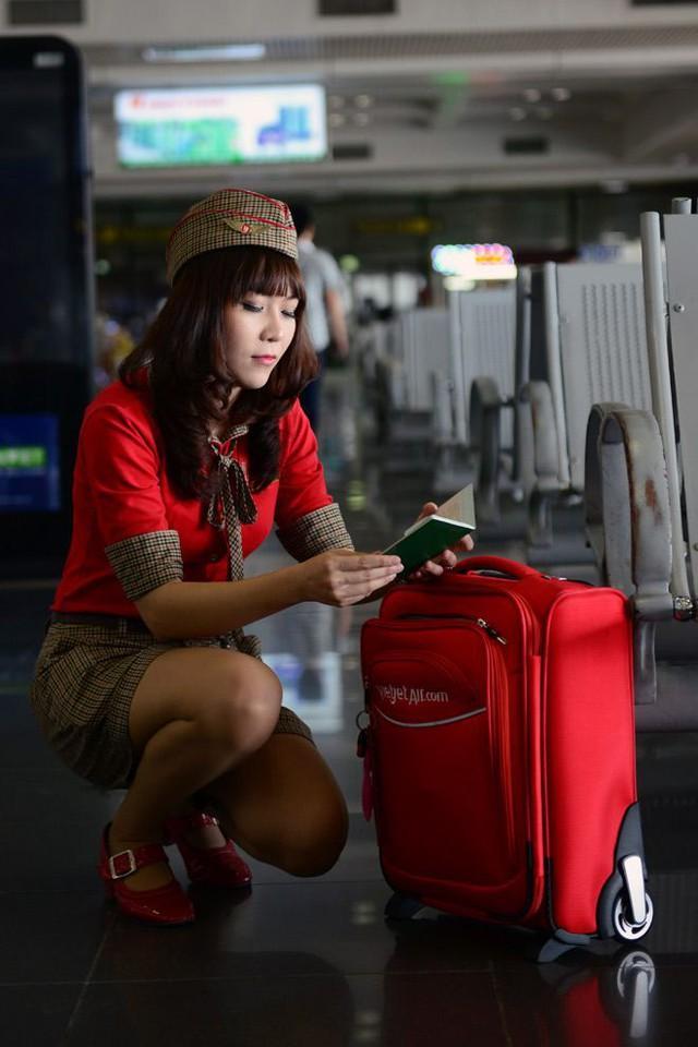 Kiểm tra lại hộ chiếu cho một chuyến bay quốc tế.