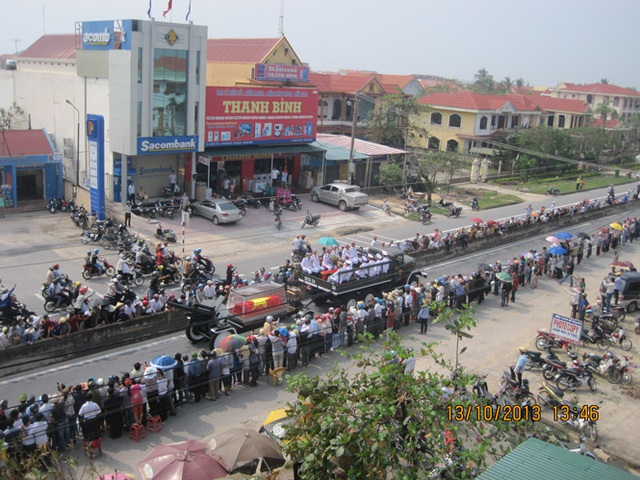 Biển người Quảng Bình đón Đại tướng trở về