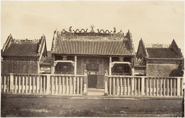 Chùa của người Hoa ở khu vực Chợ Lớn. Ảnh chụp năm 1866.