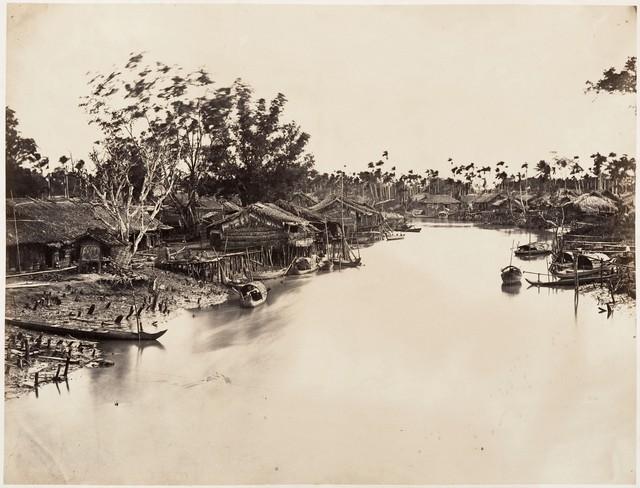 Khu nhà lá ven kênh của người Hoa ở khu vực Chợ Lớn.
