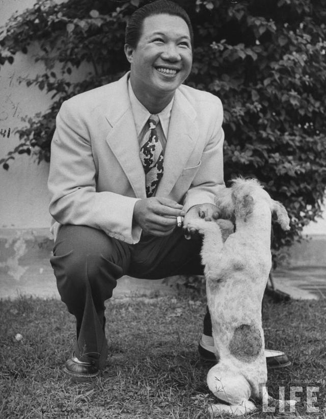 Khoảng thời gian Cựu hoàng Bảo Đại ở tại Hong Kong ông đã khiến nhiều người ngỡ ngàng về độ phong lưu và ăn chơi của mình.