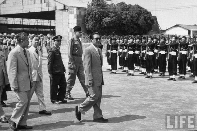 Sau khi bị Ngô Đình Diệm phế truất vào nă 1955 ông sống lưu vong ở Pháp cho đến khi qua đời vào ngày 31/7/1997 tại Paris.
