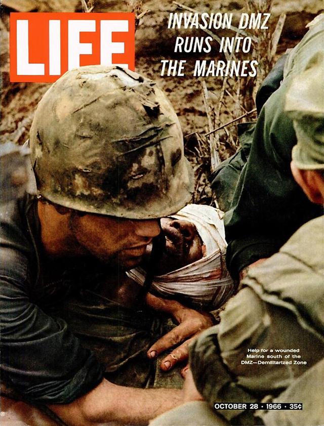 Lính Mỹ bị thương tại chiến trường miền Nam. Số ra ngày 28/10/1966.
