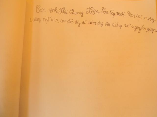 Những dòng chữ nghệch ngoạc nhưng đã thể hiện được tình cảm chân thành của giới thiếu nhi với Đại tướng