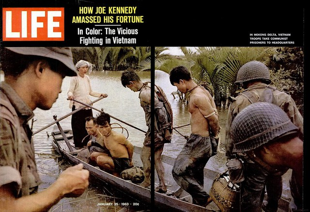 Chiến sĩ giải phóng bị quân đội miền Nam áp giải. Số ra ngày 25/1/1963.