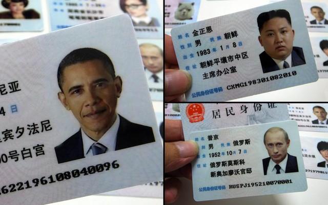 Những chiếc thẻ căn cước giả với hình ảnh và thông tin cá nhân của các vị lãnh đạo thế giới, bao gồm Tổng thống Mỹ Barack Obama, Tổng thống Nga Putin, nhà lãnh đạo Triều Tiên Kim Jong-un,...được người bán rong tại Quảng Châu, thủ phủ tỉnh Quảng Đông (Trung Quốc).