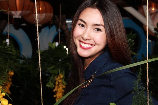"""Ngọc nữ"""" màn ảnh Việt ăn mặc rất giản dị nhưng vẫn đẹp rạng ngời."""