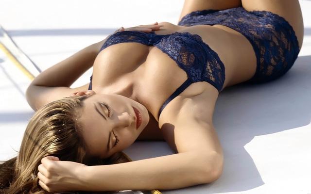 Siêu WAGs lên ngôi nữ diễn viên mặc bikini đẹp nhất lịch sử điện ảnh