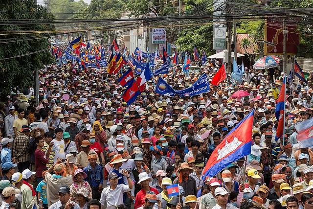 Những người ủng hộ đảng Cứu nguy dân tộc Campuchia (CNRP) tham gia biểu tình tại Phnom Penh đòi hủy kết quả cuộc bầu cử quốc hội vào tháng 7 năm nay.