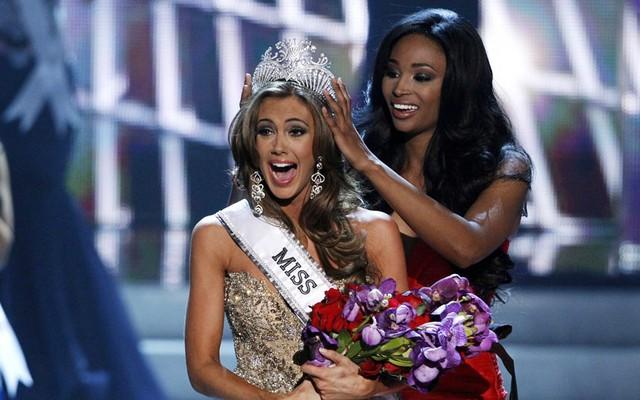 Người đẹp đến từ bang Connecticut, Erin Brady đã xuất sắc vượt qua hơn 50 ứng cử viên khác để đăng quang ngôi Hoa hậu Mỹ 2013 trong đêm chung kết diễn ra tại Las Vegas.