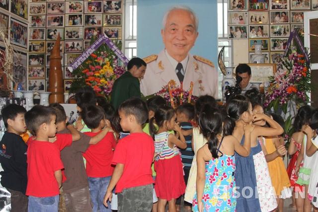 Bàn thờ Đại tướng Võ Nguyên Giáp tại Trung tâm nhân đạo Quê Hương
