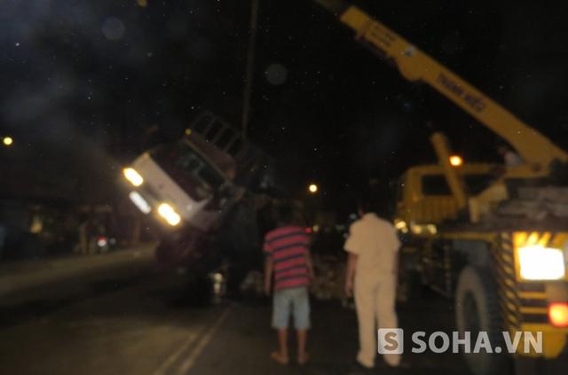 Tài xế điều khiển chiếc xe tải đã được đưa đi đo nồng độ cồn. Vì ngay sau khi tai nạn xảy ra vì tài xế này vẫn còn trong tình trạng say xỉn, đứng không vững